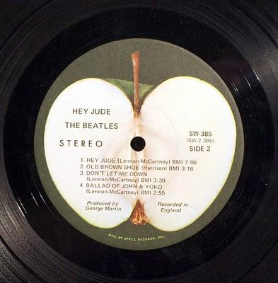 Il logo della Apple Records in versione lato B. Immagine di Badgreeb Records via Flickr
